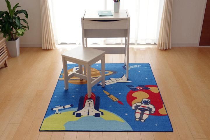 デスクカーペット 男の子 宇宙柄 『スペース』 ブルー 133×170cm(イメージ)