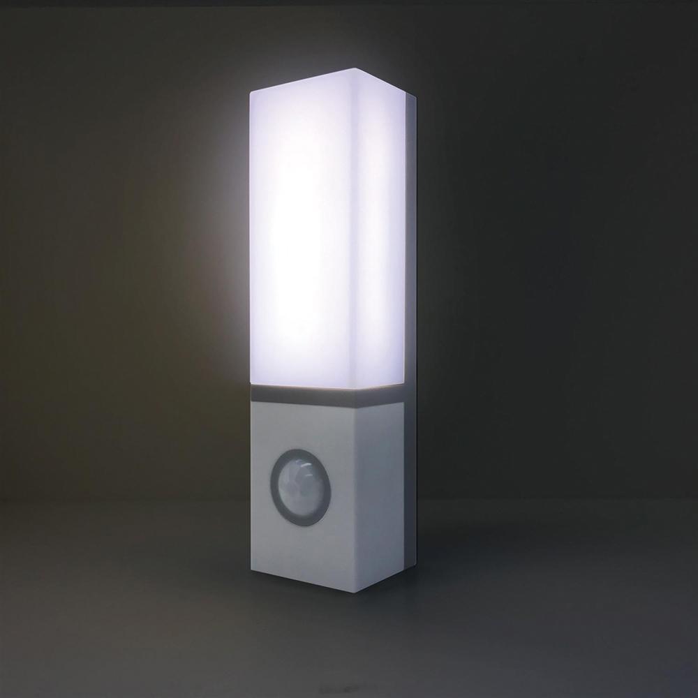ELPA センサー付ライト PM−L702